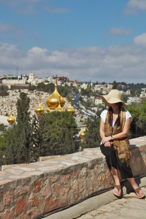 Admirer une femme regarde Jérusalem