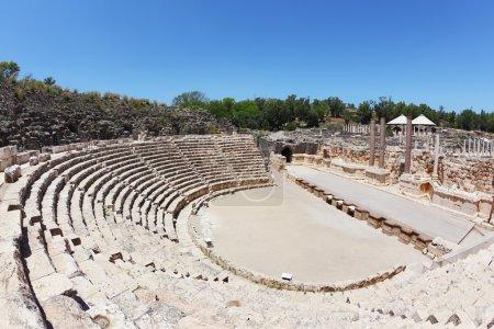 el asiento de piedra en el anfiteatro en beit shean