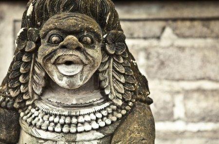 Photo pour Ancienne sculpture en pierre . - image libre de droit