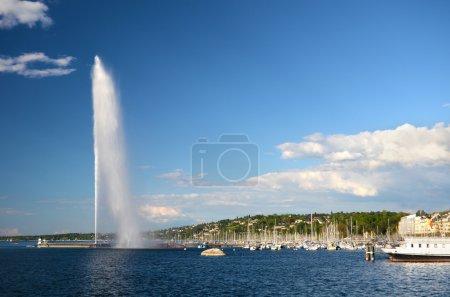 Photo pour Suisse, Genève, vue du lac Léman et la ville - image libre de droit