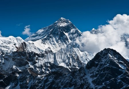 Photo pour Everest Mountain Peak - le sommet du monde (8848 m ) - image libre de droit
