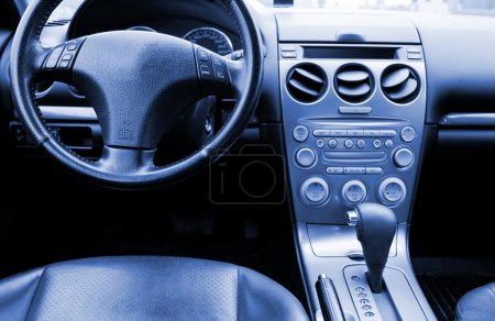 Photo pour La voiture de console de centre avec boîte de vitesses automatique et le frein à main - image libre de droit