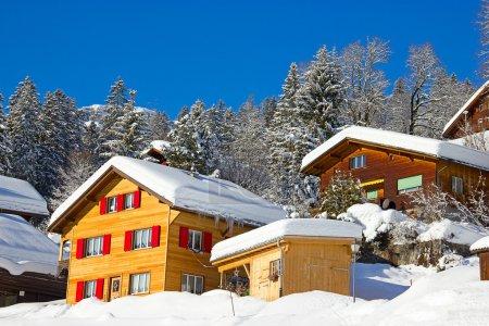 Photo pour Hiver dans les Alpes suisses (braunwald, Glaris, Suisse) - image libre de droit
