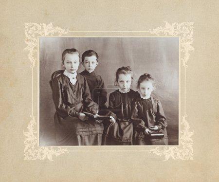 Photo pour RUSSIE - CIRCA 1900 : Photographie vintage d'enfants russes, vers 1900 - image libre de droit