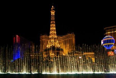 Музыкальные фонтаны на Эйфелева башня отеля paris
