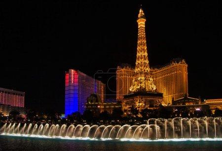 Музыкальные фонтаны на Эйфелева башня отеля paris фона
