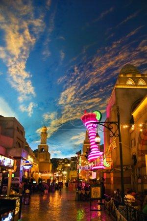 ресторанами в отеле aladdin, стилизованный под арабский город