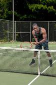 člověk hraje tenis