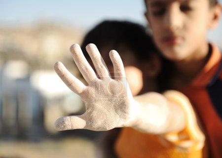 Photo pour S'il vous plaît arrêter cette catastrophe humanitaire! - image libre de droit