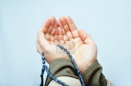 Photo pour Mains priant musulmans - image libre de droit