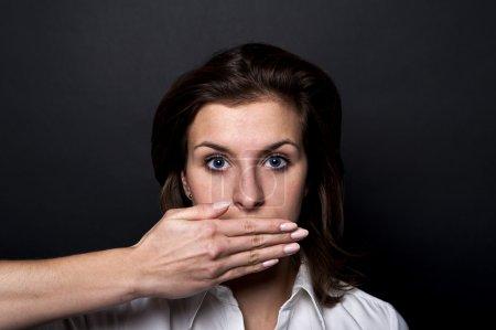 Photo pour Femme ne peut pas de discours - image libre de droit