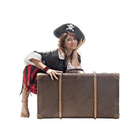 eine junge Frau als Piratin verkleidet