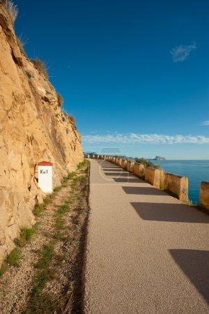 Photo pour Ancienne route côtière à voie unique, Costa Blanca, Espagne - image libre de droit
