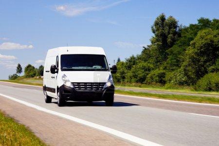 Photo pour Camion de livraison blanc - image libre de droit
