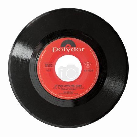 Photo pour The Beatles - circa 1964 : If You Love Me Baby - un single rare de 45 tours, sorti en Gemany sur le label Polydor avec le chanteur invité Tony Sheridan - isolé sur blanc . - image libre de droit