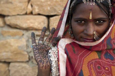 Photo pour Portrait d'une femme indienne Rajasthani - image libre de droit