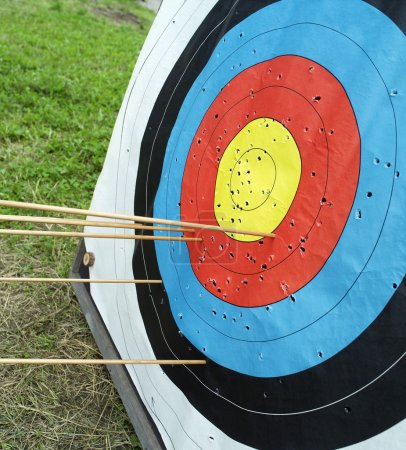 Foto de Cerca de un tablero de dardos - Imagen libre de derechos