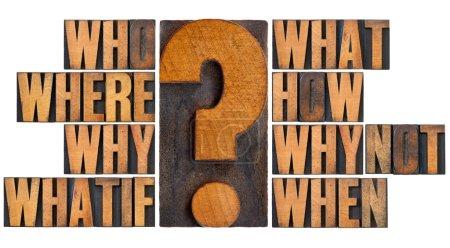 Photo pour Remue-méninges ou décision prise concept - qui, quoi, où, quand, pourquoi, comment, whatif et pourquoi pas les questions - un collage d'isolement mots en typographie vintage w - image libre de droit