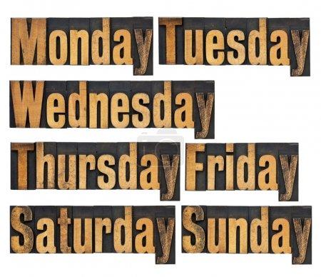 Photo pour Sept jours par semaine du lundi au dimanche - un collage de mots isolés en typographie vintage - image libre de droit