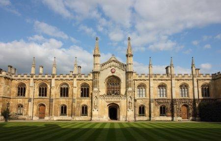 Photo pour Collège de Corpus Christi et la Bienheureuse Vierge Marie à Cambridge, Royaume-Uni . - image libre de droit