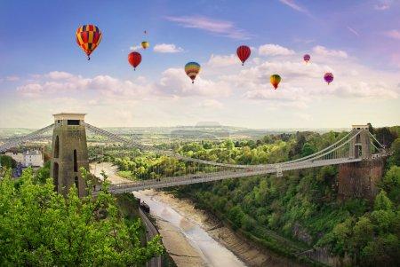 Photo pour Monde célèbre clifton suspension bridge, situé à bristol, Royaume-Uni. - image libre de droit