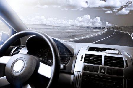 Photo pour Vue de la prairie d'une voiture. - image libre de droit