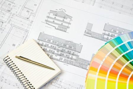 Photo pour Schéma directeur du dessin architectural, bloc-notes et sélecteur de couleur - image libre de droit
