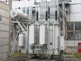 Převodník obrovské průmyslové vysokého napětí v elektrárně