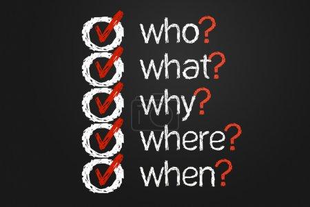 Photo pour Une liste de question simple avec des questions qui, quoi, où, ahy et en la main écrit sur un tableau noir. Il s'agit d'une image de synthèse. - image libre de droit