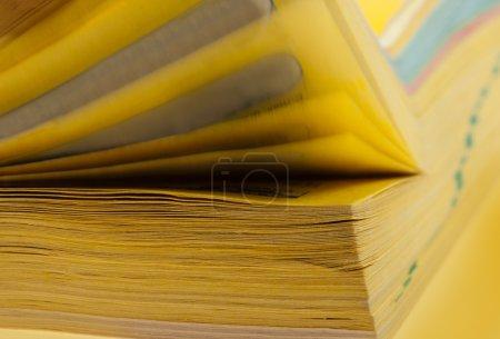 Photo pour Pages défilantes de livre épais. Vue rapprochée - image libre de droit