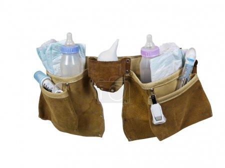 Photo pour Articles de bébé remplissant une ceinture à outils en cuir pour le transport d'objets idéalement pendant le travail - chemin d'accès inclus - image libre de droit