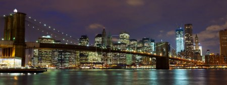 Photo pour New York Manhattan et Brooklyn Bridge au crépuscule - image libre de droit