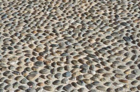 Photo pour Texturé fond de mur pavé avec des pierres et du ciment - image libre de droit