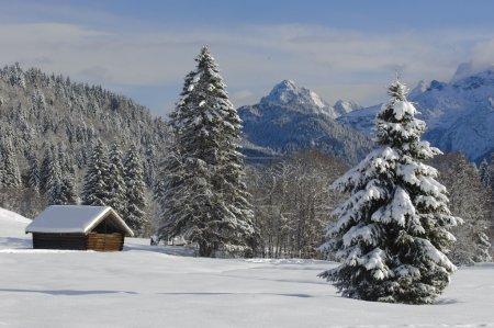 Photo pour Paysage d'hiver dans les montagnes d'alp en Bavière, Allemagne - image libre de droit
