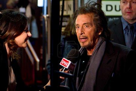 Аль Пачино дает интервью на премьере