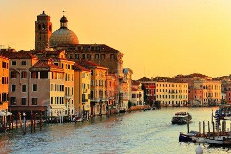 Photo pour Rue de la belle eau - grand canal à Venise, Italie - image libre de droit