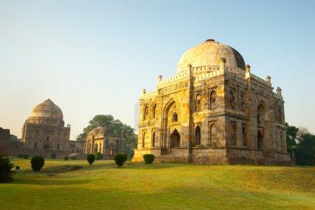 Photo pour Une scène de matin des jardins lodhi belle à new delhi, Inde - image libre de droit