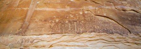 Photo pour Anciennes sculptures murales indiennes (ou pétrographes) à Mesa Verde, Colorado - image libre de droit