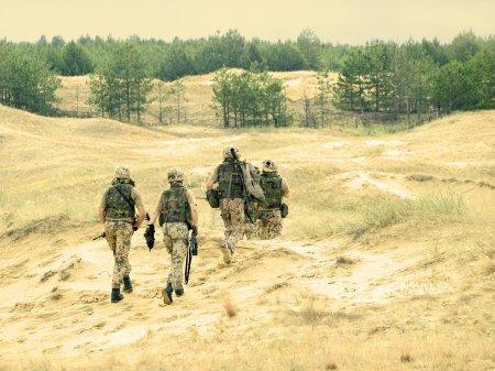 Photo pour Escouade de soldats allemands en action - image libre de droit