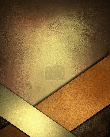Photo pour Chaud fond marron, cuivre et or avec des couleurs riches et profondes de la terre, lumières tamisées, bords sombres, texture grunge vintage, rubans brillants obliques au châssis bas bo - image libre de droit