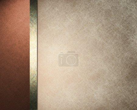 Foto de Elegante fondo formal con luz marrón amarillento pergamino papel ilustración con borde de color rojo rosa durazno y cinta dorada con textura grunge vintage - Imagen libre de derechos