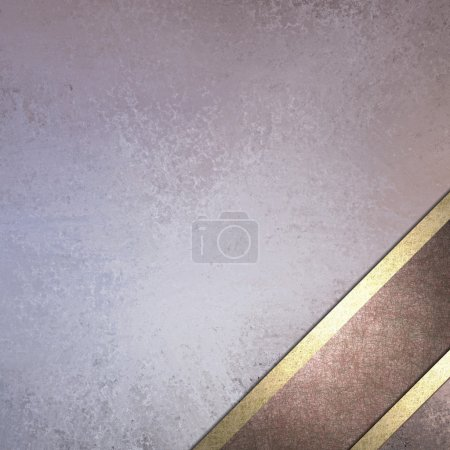 Photo pour Conception de pastel fond bleu et violet avec texture grunge vintage et mise en page de ruban violet de Bourgogne plus foncée dans le coin inférieur de l'armature avec la garniture avec fond or décoration en angle pour texte de Pâques - image libre de droit
