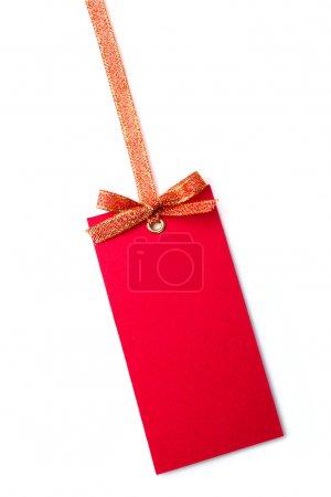 Photo pour Étiquette rouge avec arc isolé sur blanc - image libre de droit