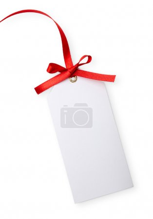 Foto de Cerca de la nota de tarjeta con cinta roja sobre fondo blanco - Imagen libre de derechos