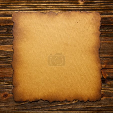 Photo pour Vieux papier sur texture bois avec motifs naturels - image libre de droit