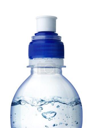 Photo pour Petite bouteille d'eau. isolé sur fond blanc - image libre de droit
