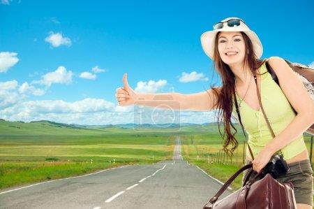 Foto de La chica muestra coge un coche que pasaba - Imagen libre de derechos