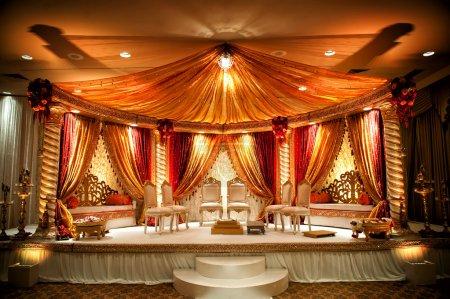 Photo pour Image d'un mandap de mariage indien coloré - image libre de droit