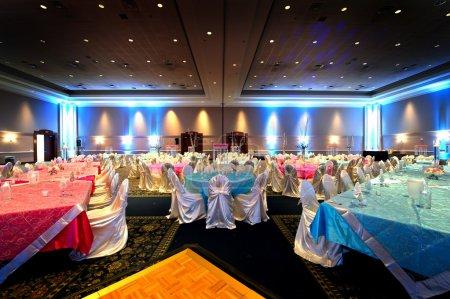 Photo pour Image d'une salle de réception mariage indien magnifiquement set - image libre de droit