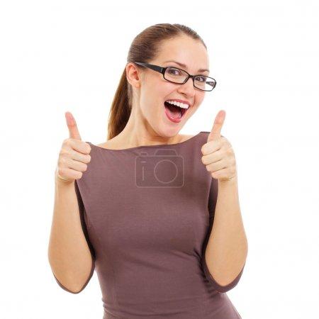 Foto de Feliz chica hermosa en elegantes gafas negras mostrando el dedo en el símbolo por dos manos. aislado sobre fondo blanco, incluida la máscara - Imagen libre de derechos
